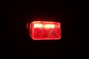 Busch & Müller Toplight Line Brake plus - leuchtend schräg mit Bremslicht